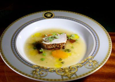 MI CAPITÁN |Bonito, consomé perlado con toques cítricos y picantes, calabaza y sus dos texturas