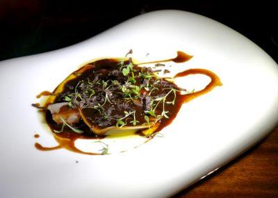 LAS LANDAS DE LEVANTE|Raviolis de foie grass, bombón de cigala en manteca, fondillón y dátil - 1